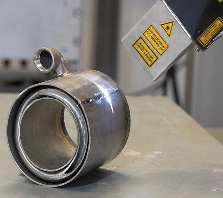manuelle Laserreinigung Bauteil
