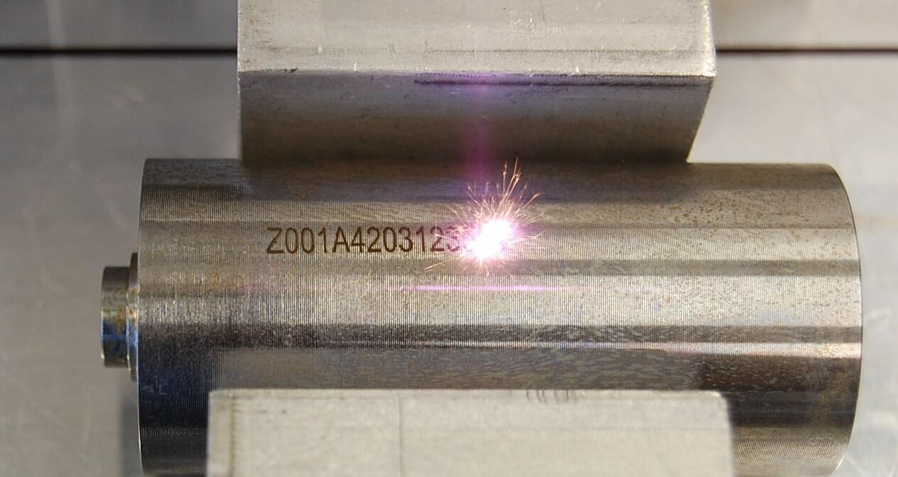 cleanLASER Laserbeschriftung mit Prozessleuchten