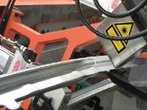 Schweißnahtvorbehandlung mit Laser in Automobilproduktion