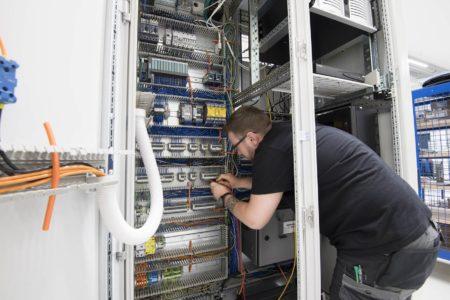 Mitarbeiter Service und Support bei cleanLASER