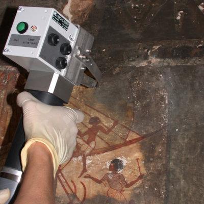 Laserreinigung aegyptisches Grabmal mit OSH 20
