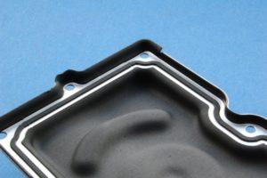 Aluminiumgehaeuse Entfernung von Gummi