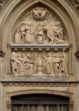 Portal-Skulpturen gereinigt